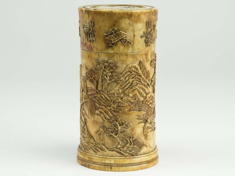 IMPERIAL IVORY BOX OF CIRCULAR SHAPE. CHINA, QIANLONG, 18TH CENTURY
