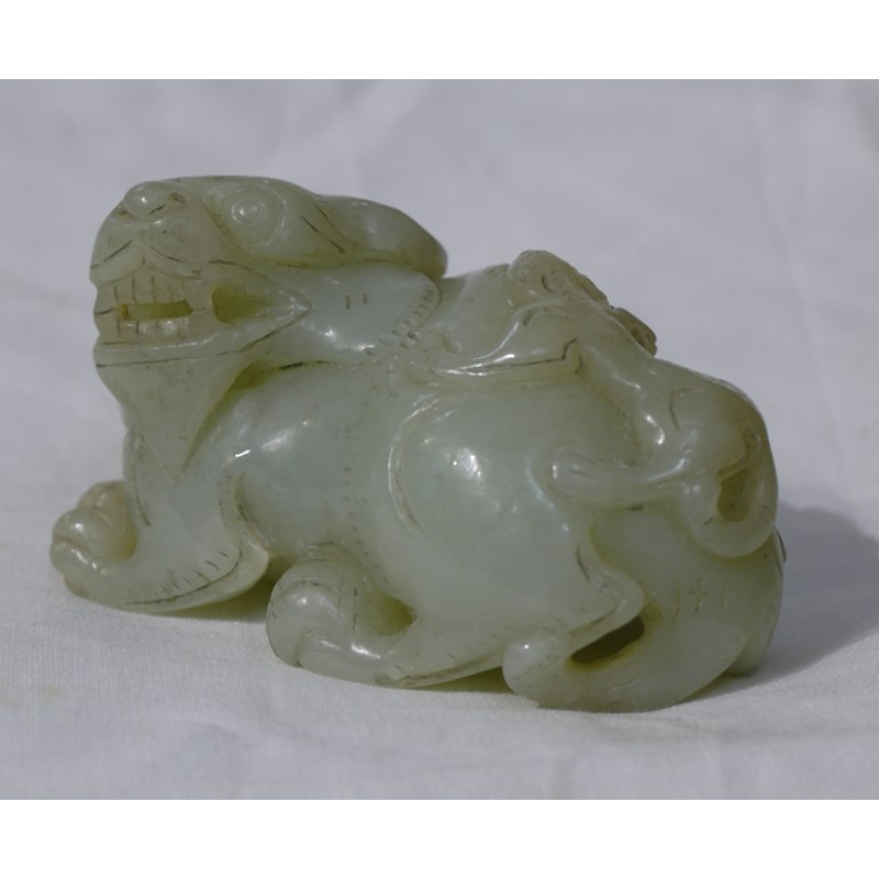 VERY PALE JADE SCULPTURE REPRESENTING A BIXIE WITH CUB. CHINA, QING. 19TH CENTURY  (or earlier)